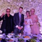 Свадебное фото Никиты Преснякова с невестой и родителями