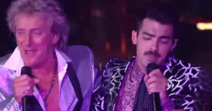 Джо Джонас и Род Стюарт на церемонии VMAs, видео