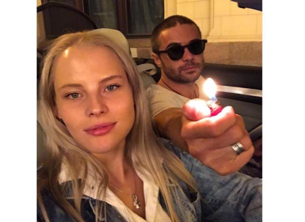 Актер Илья Глинников отрицает драку со своей девушкой Екатериной Никулиной
