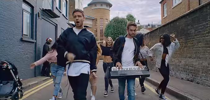 Лиам Пейн и Zedd (Антон Заславский) устроили уличное представление в Лондоне