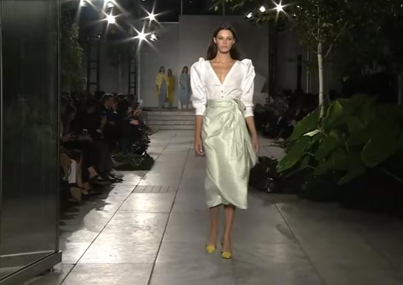 Показ коллекции Carolina Herrera на Неделе моды в Нью-Йорке, видео
