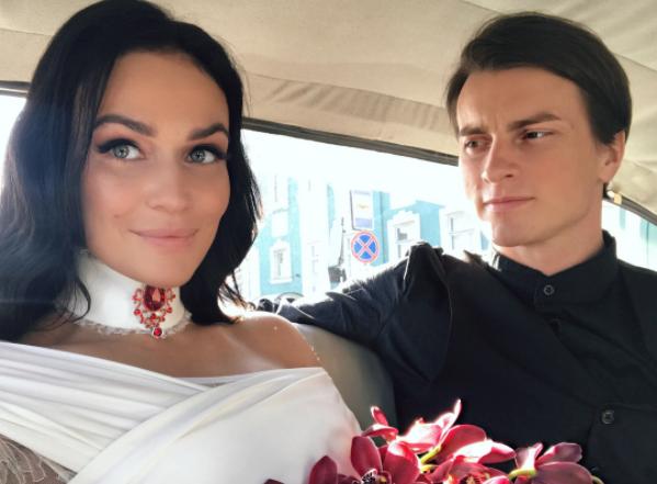 Алена Водонаева показала свадебные фото