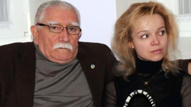 Армен Джигарханян считает, что жена пытается его убить
