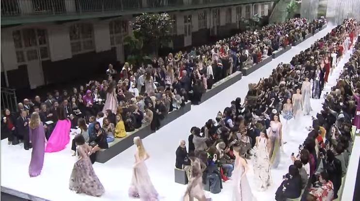 Коллекция Valentino весна-лето 2018 на Неделе моды в Париже, видео
