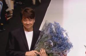 Валентин Юдашкин во время окончания показа на Неделе моды в Москве весной 2017