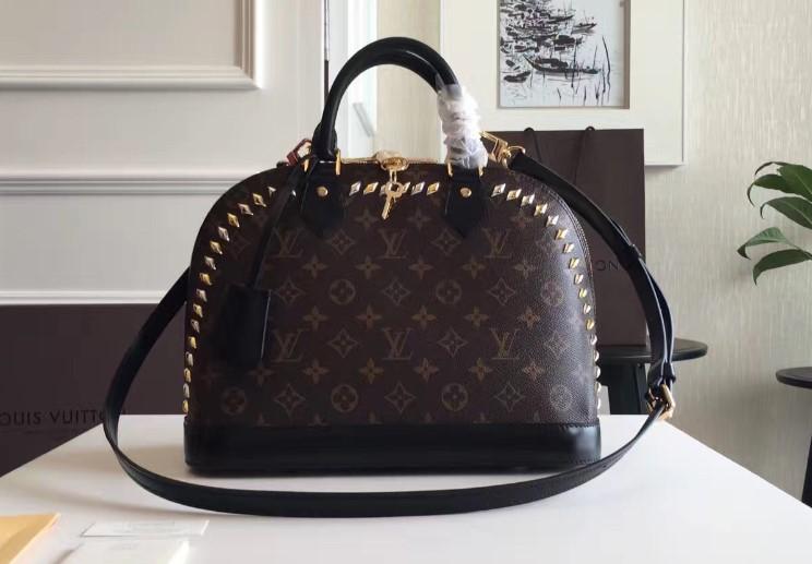 Где найти стильную брендовую сумку?